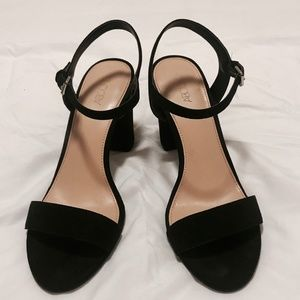 Black, suede chunky heeled sandals!